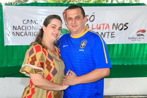 Bancário da Caixa, Leonardo Bis, e a esposa, Gislanea Leite (Foto:Edson Reis)