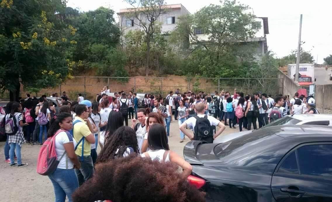 Ocupação na escola Polivalente Maria Penedo, em Cariacica (Foto: Mídia Ninja)
