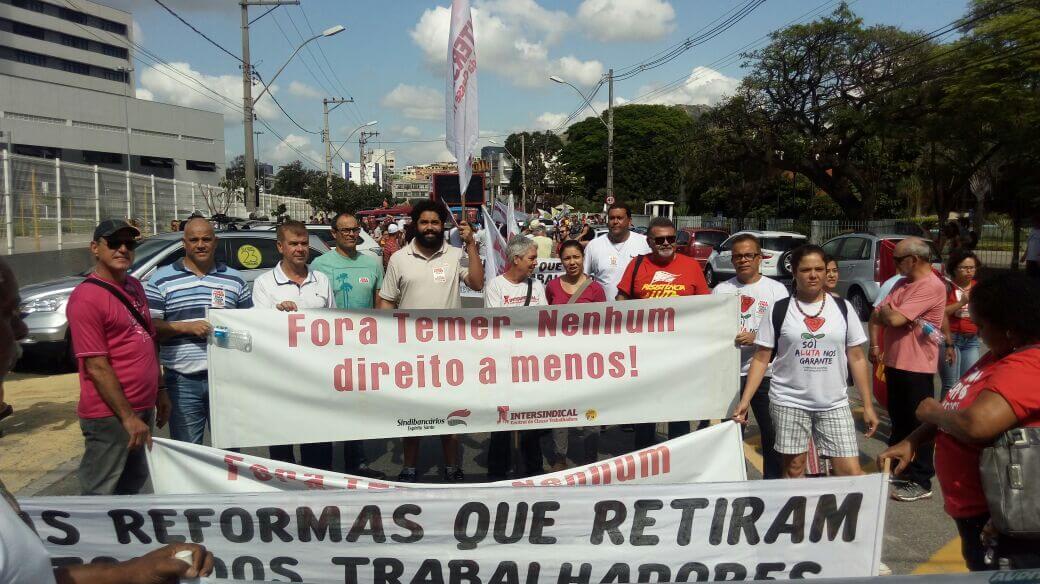 Diretores e diretoras do Sindibancários/ES participaram do ato rumo à greve geral na manhã desta sexta-feira