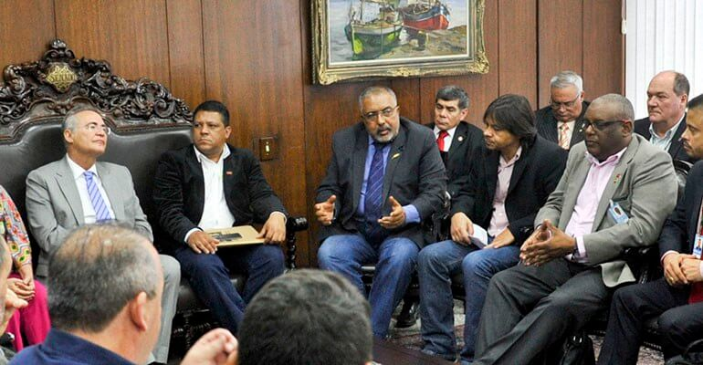 Presidente do Senado Federal, senador Renan Calheiros (PMDB-AL), recebe o senador Paulo Paim (PT-RS) e representantes de Centrais Sindicais. Foto: Jane de Araújo/Agência Senado